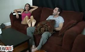 Domáce nohy po práci BDSM s brunetkou suka výpraskom po plese partnera až nakoniec poskytne požadovanú šťavnatú Footjob, ktorú miluje